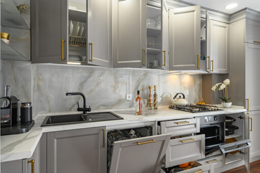 Will Doors or Drawers Bring the Best Storage Options for Your Kitchen Remodel?